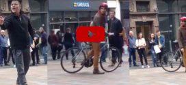 Egy arra járó biciklis tette helyre az utcán prédikáló homofób papot