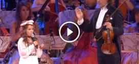 10 éves kislány operaéneke 10ezer fős közönség előtt – Nem hiszünk a fülünknek!