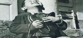 A pillanat, amikor egy új cipő földöntúli boldogságot okoz – 16 szívmelengető történelmi fotó