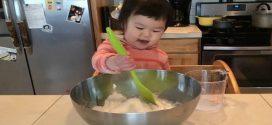 A nap videója: Kétéves kislánynak indítottak főzőműsort