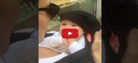Napi cuki: édesanyja éneke szinte elvarázsolja ezt a kisbabát