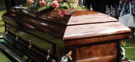 Mikor a politikus meghal, menne már a mennyországba. Bekopog. Kijön Szent Péter és mondja neki: