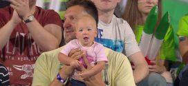 A vizes vb legcukibb szurkolója díjat máris viheti Olívia, Kiss Gergely vízilabdázó kislánya