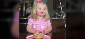 Ez a cuki kislány már nagyon türelmetlen, hogy elfújja a gyertyákat, de a rögzített baki egyből elterjedt az interneten