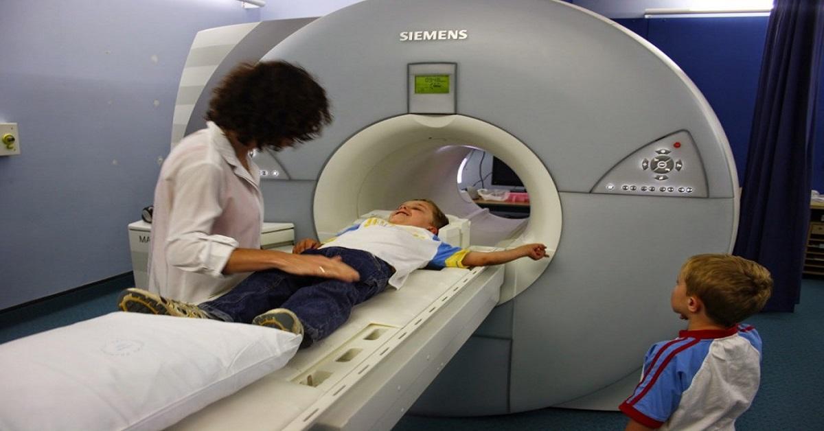 Dani fiam sokszor fájlalta a fejét, a háziorvos szerint szimulál, ahogy egy orvos MRI alá tette, ordított hogy vigyék műteni a gyereket